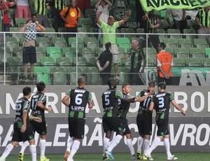 Jogadores do América-MG comemoram gol (Foto: Divulgação/ América-MG)