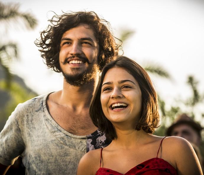 Olívia e Miguel descobriram que não são irmãos e ficaram juntos (Foto: Inácio Moraes/ Gshow)