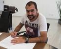 Danilo encontra torcedores em loja do Corinthians nesta quinta-feira