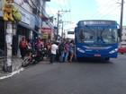 Com fim de paralisação, ônibus ficam lotados e espera em pontos é maior