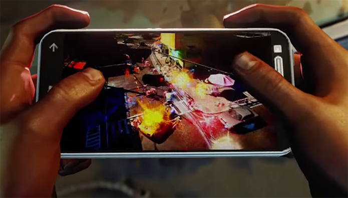 Overdrive virou jogo de celular no aparelho do protagonista (Foto: Reprodução/Youtube)