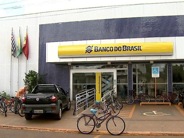 Contratos falsos eram firmados em agência do Banco do Brasil em Guará (Foto: Cláudio Oliveira/EPTV)