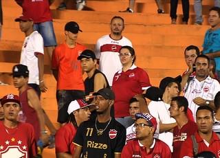 Torcida do Vila Nova (Foto: Reprodução/TV Anhanguera)