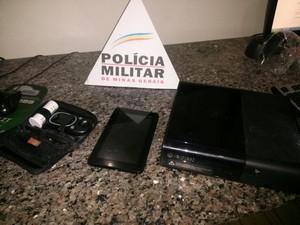 Material apreendido em Formiga (Foto: Polícia Militar/ Divulgação)
