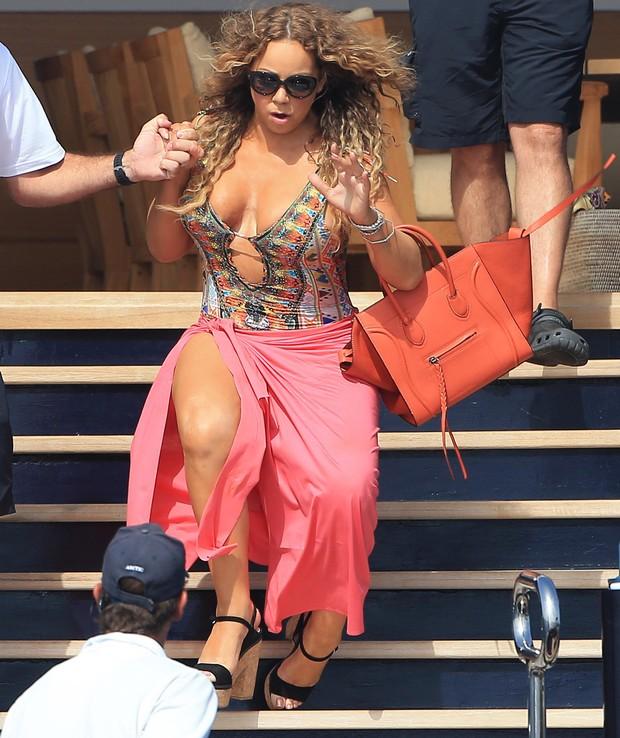 Mariah Carey quase cai em  Formentera, na Espanha (Foto: Grosby Group/ Agência)