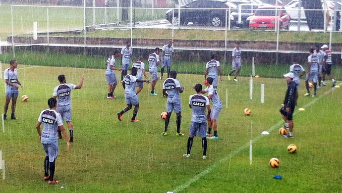 Treino do Vitória; chuva (Foto: Divulgação/EC Vitória)