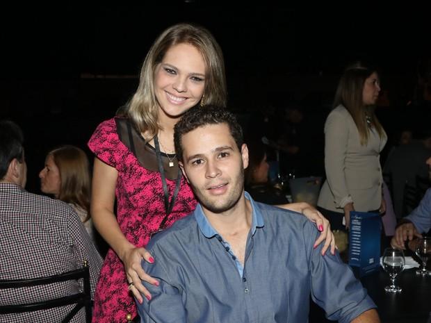 Pedro Leonardo com a mulher, Thais Gebelein, em show em São Paulo (Foto: Thiago Duran/ Ag. News)