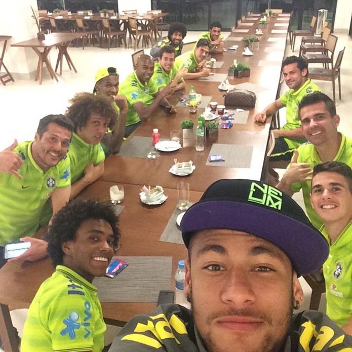 Foto da janta da Seleção ultrapassou 1 milhão de curtidas (foto: Reprodução/Instagram)