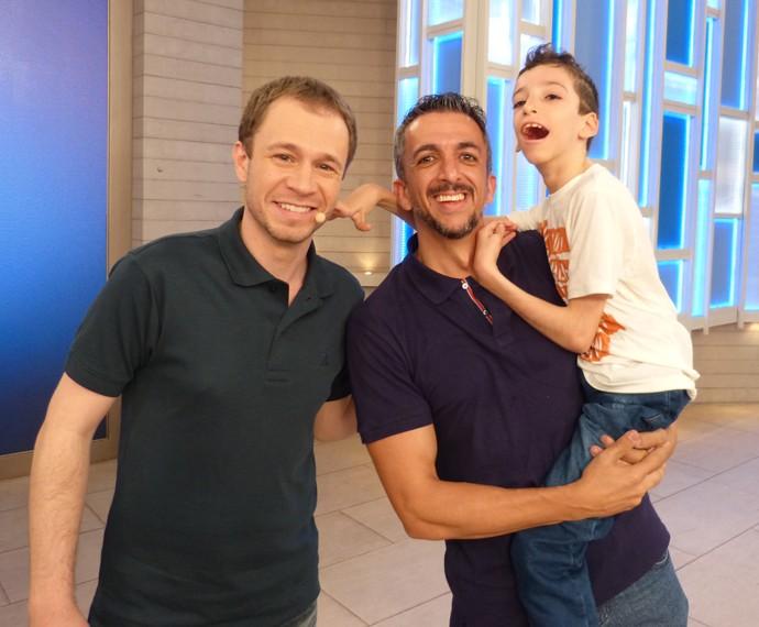 Tiago Leifert com o atleta Rodrigo e seu filho (Foto: Marcele Bessa / Gshow)