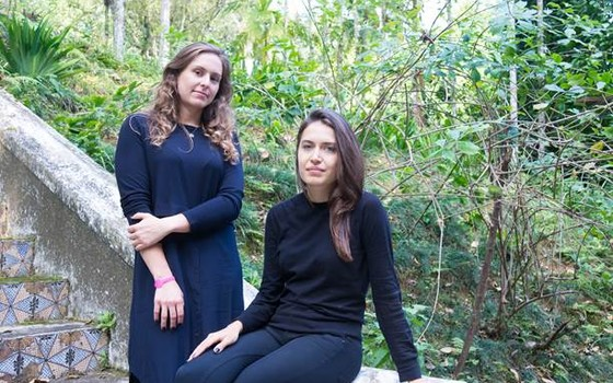 Manuela Seve e Renata Thomé da Alpha´a: escritório em NY e ferramenta de interação entre o público e artistas estrangeiros  (Foto: Divulgação)