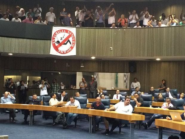 Taxistas protestaram contra Uber na Câmara de SP (Foto: Roney Domingos/G1)