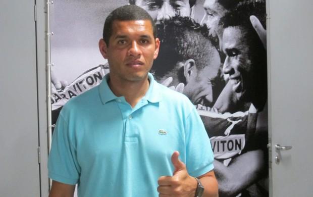 Regis, ex-zagueiro, fazendo estagio no botafogo  (Foto: Thales Soares/GLOBOESPORTE.COM)