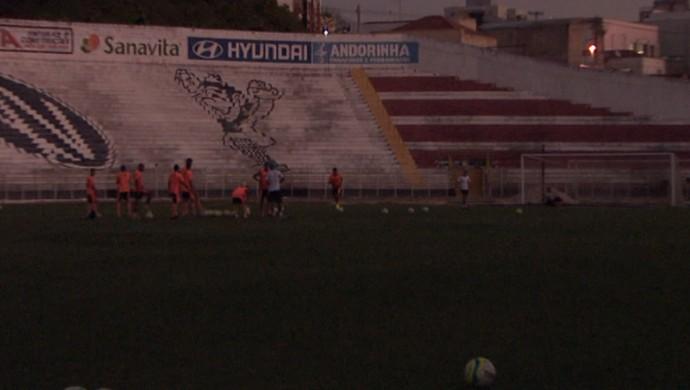 XV de Piracicaba treino noturno (Foto: Carlos Velardi / EPTV)