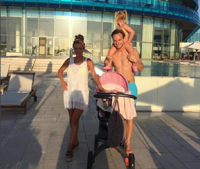 Rakitic posa com a família na Croácia (Foto: Reprodução / Instagram)