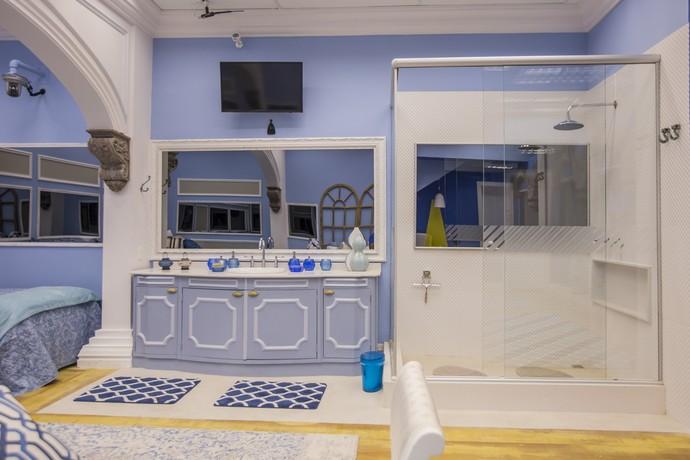 O banheiro ficou uma graça com a mistura do retrô com o moderno! (Foto: Artur Meninea)