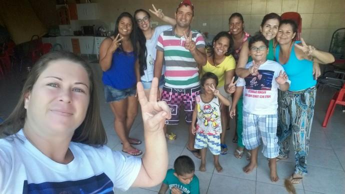 Mãe de Wagner Barreto se reuniu com amigos e familiares para ver o Show ao Vivo do The Voice Kids (Foto: Arquivo pessoal)