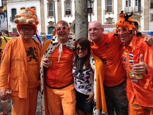 Holandeses fantasiados no Pelourinho (Foto: Henrique Mendes/G1)