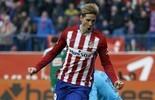 Com redenções de Saúl e Torres, Atlético vira e cola no líder Barcelona (Reuters)