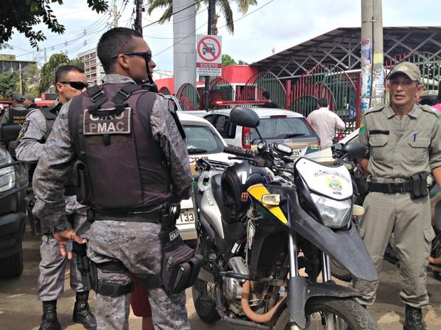 Operação integrada foi realizada no Terminal Urbano  (Foto: Iryá Rodrigues/G1)