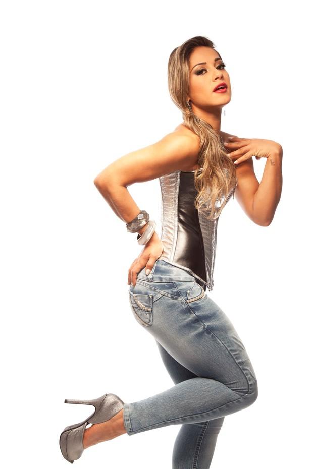 Mayra Cardi posa para marca de jeans (Foto: J. C. Bergamo / Afront Jeans)