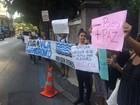 Após remoções, moradores da Vila Autódromo protestam no Rio