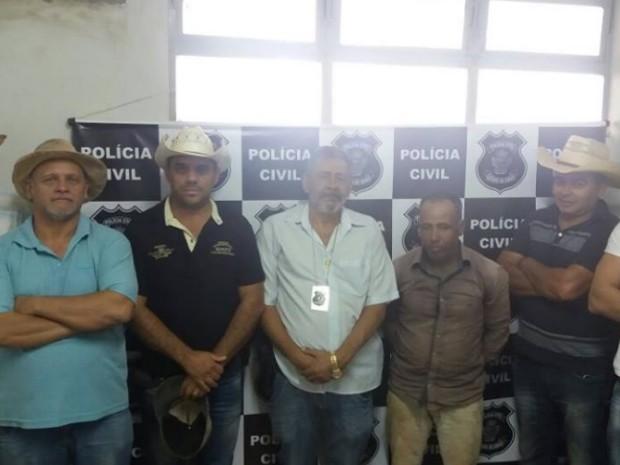 Agentes se vestiram de romeiros para efetuar prisão do suspeito, em Goiás (Foto: Divulgação/Polícia Civil)