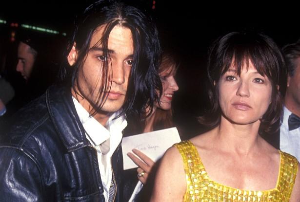 Duas décadas atrás, Johnny Depp estava namorando com a atriz Ellen Barkin, nove anos mais velha. Naquela época, Barkin estava bombando no circuito internacional, sendo indicada (e, eventualmente, vencendo) prêmios por filmes como 'Na Pele de uma Loira' (1991) e 'Se as Mulheres Tivessem Asas' (1997). (Foto: Getty Images)