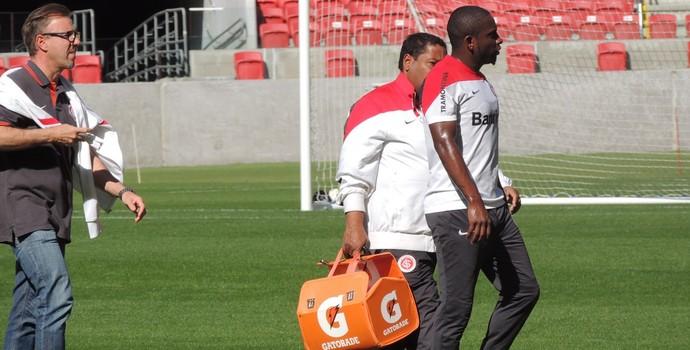 Willians volante Inter (Foto: Tomás Hammes / GloboEsporte.com)