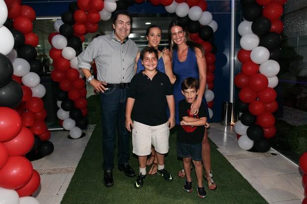 Faustão e a família (Foto: Manuela Scarpa/Foto Rio News)
