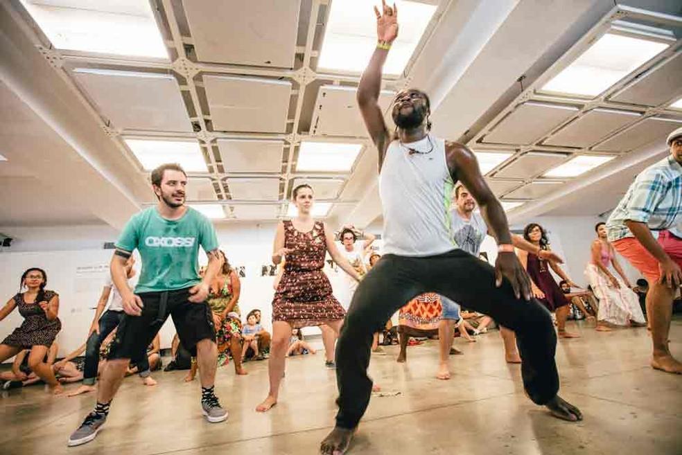 Natural do Togo, Sassou Espoir Ametoglo dá aulas de dança africana e zumba em SP (Foto: Leticia Godoy/Divulgação/Conectados)