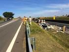 Motorista fica ferido após tombar caminhão em rodovia de Campinas