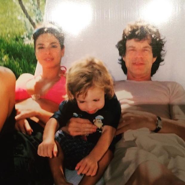 Foto antiga de Luciana Gimenez, Lucas e Mick Jagger (Foto: Instagram / Reprodução)