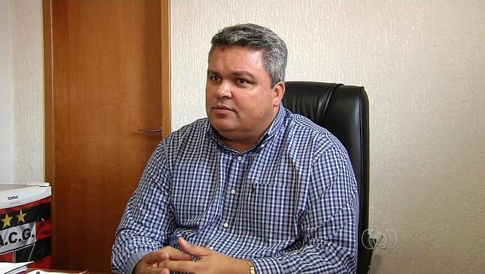 Adson Batista, diretor de futebol do Atlético-GO (Foto: Reprodução/TV Anhanguera)