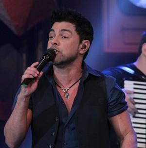Fãs escolhem final do novo clipe de Zezé e Luciano (TV Globo/Altas Horas)