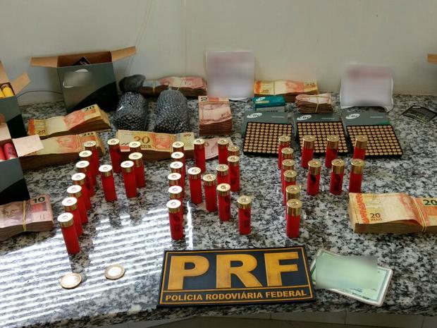 apreensão, munição, dinehiro, chumbo, pólvora, prf, Amapá, Macapá, Laranjal do Jari (Foto: Divulgação/ PRF)