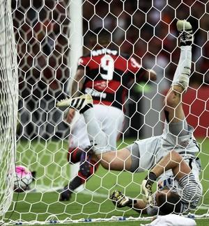 Guerrero comemora gol de empate do Flamengo diante do Corinthians (Foto: André Durão / GloboEsporte.com)