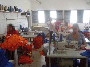 Costura é uma das atividades que as presas podem fazer (Foto: Divulgação)