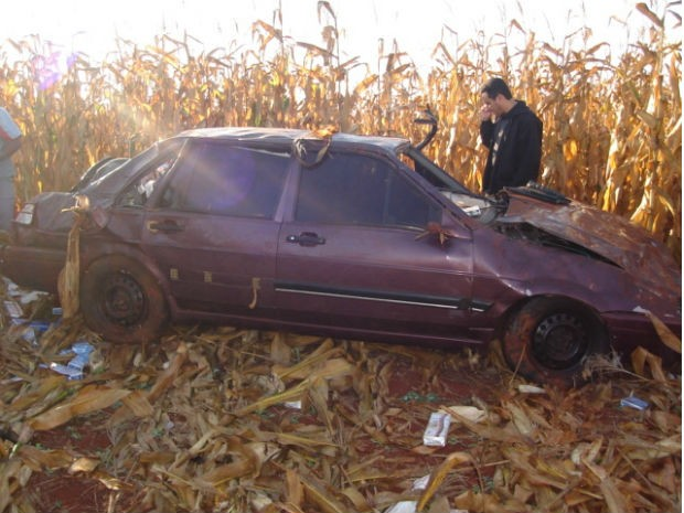 Motorista morreu na hora após ser arremessado do veículo (Foto: Divulgação / PRE)
