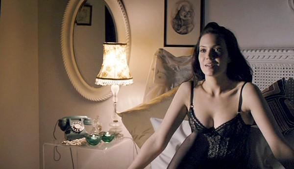 Lisa Kudrow nude pics