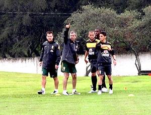 Jogadores do Brasil no treino no CT do Caju (Foto: Márcio Iannacca / Globoesporte.com)
