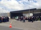 Funcionários da montadora da BMW em Araquari fazem manifestação
