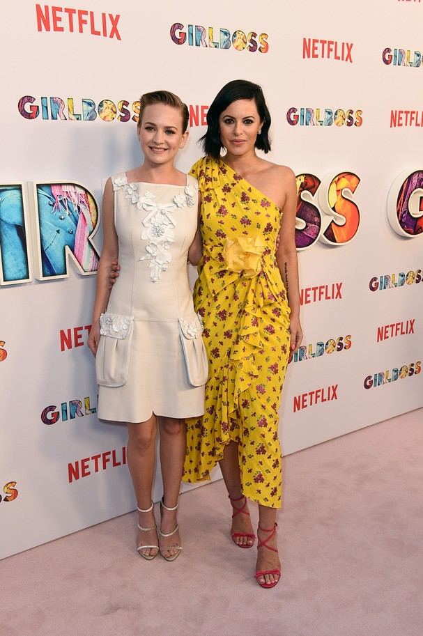 Britt Robertson e a verdadeira Sophia Amoruso (Foto: Getty Images)