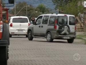 Movimento de veículos na Avenida Riachuelo preocupa moradores de Resende, RJ (Foto: Reprodução/TV Rio Sul)