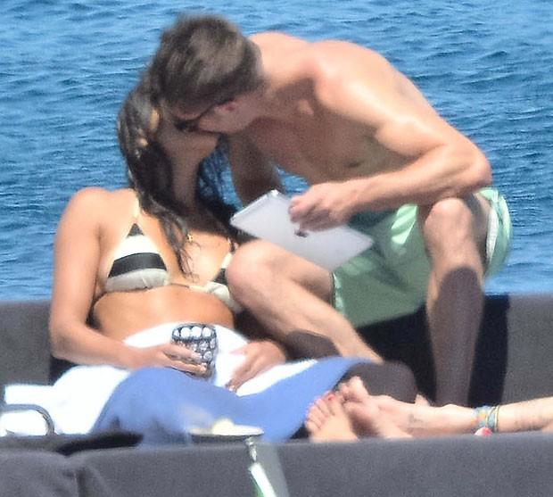 Zac Efron e Michelle Rodriguez são vistos aos beijos na Itália