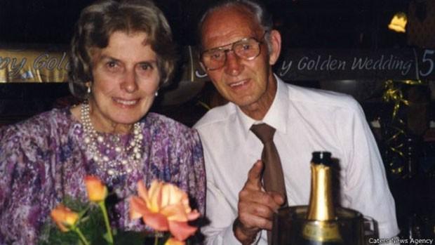 Depois de ficarem separados na guerra, Mavis e Harry não queriam mais ficar longe um do outro  (Foto: Caters News Agency)