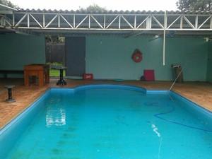 A piscina é fechada e a polícia não sabe como o acidente aconteceru (Foto: Polícia Civil/ Divulgação)