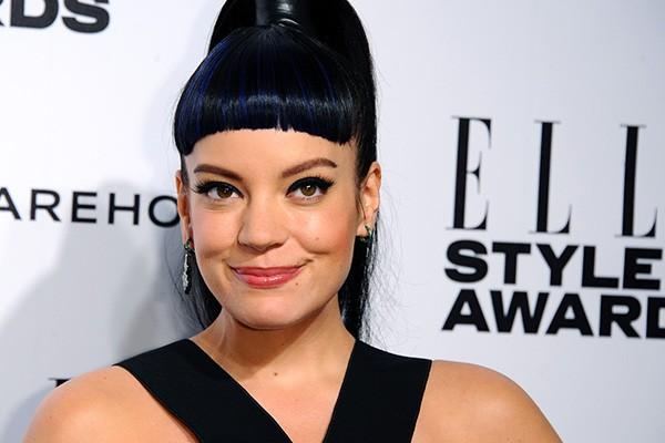 Lily Allen admitiu ter um vício sério em usar a internet. A cantora teve até mesmo que fazer uma detox para voltar ao normal. (Foto: Getty Images)