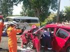 Acidente entre carro e kombi deixa feridos no município de Satuba, AL