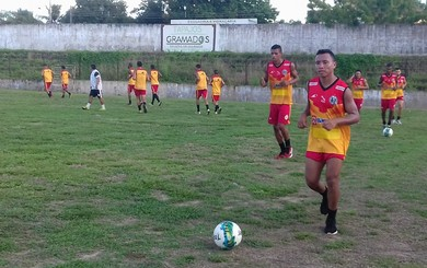 Elenco do São Raimundo está começando os treinamentos e já tem dois amistosos marcados (Foto: Michael Douglas/GloboEsporte.com)