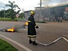 Por melhorias em bairro, moradores fecham rodovia de Rio Branco